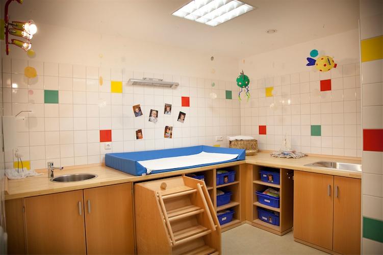 das bett sofa f r krippe kita und kindergarten pictures to pin on pinterest. Black Bedroom Furniture Sets. Home Design Ideas